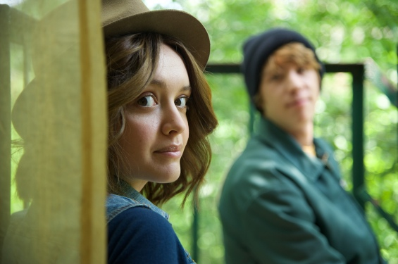 """Olivia Cooke as """"Rachel"""" and Thomas Mann as """"Greg"""" in ME AND EARL AND THE DYING GIRL. Photo by Anne Marie Fox. © 2015 Twentieth Century Fox Film Corporation All Rights Reserved"""